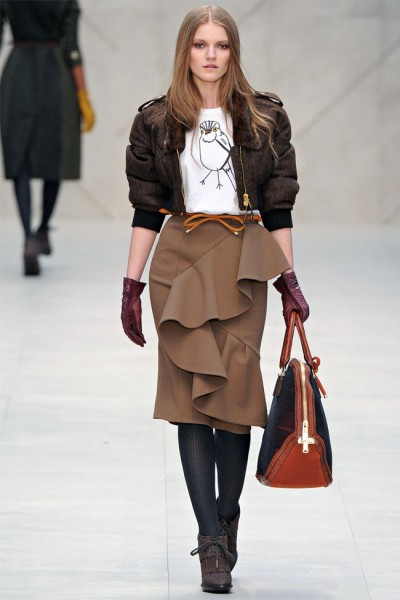 burberry21 400x600 Burberry Fall 2012 | London Fashion Week