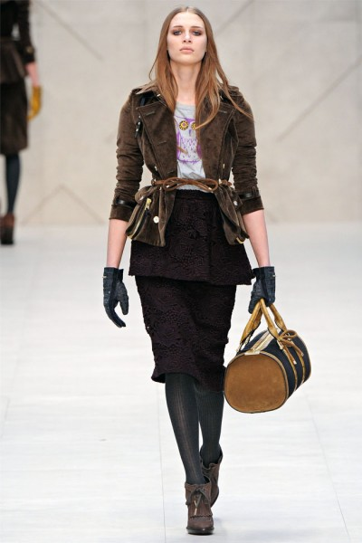 burberry29 400x600 Burberry Fall 2012 | London Fashion Week
