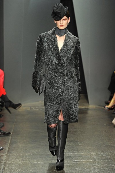 donna karan14 400x600 Donna Karan Fall 2012 | New York Fashion Week