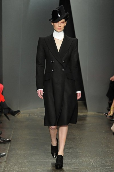 donna karan20 400x600 Donna Karan Fall 2012 | New York Fashion Week