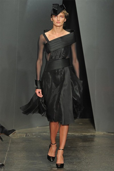 donna karan21 400x600 Donna Karan Fall 2012 | New York Fashion Week