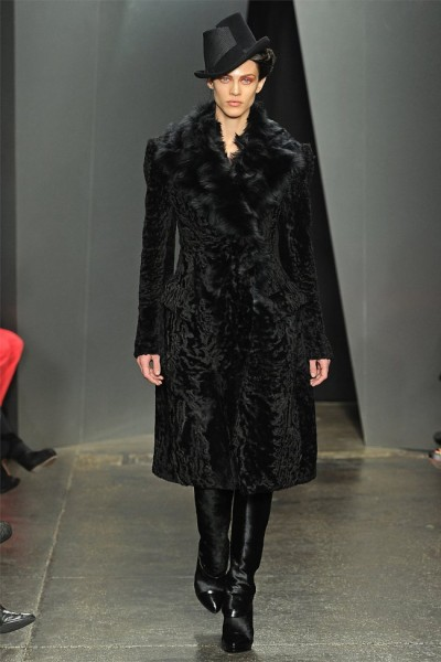 donna karan29 400x600 Donna Karan Fall 2012 | New York Fashion Week