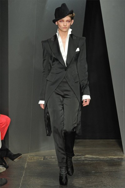 donna karan34 400x600 Donna Karan Fall 2012 | New York Fashion Week