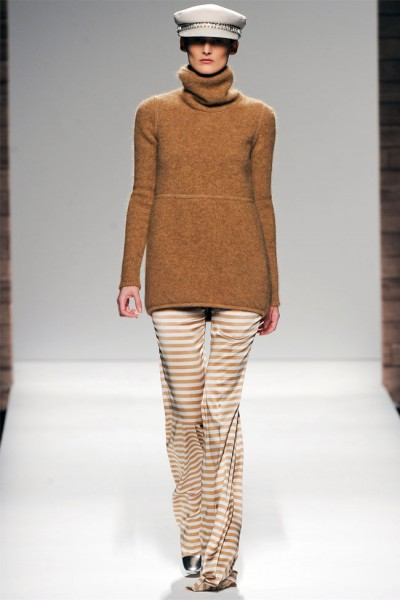 maxmara45 400x600 Max Mara Fall 2012 | Milan Fashion Week