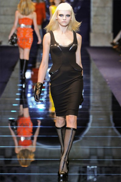 versace29 400x600 Versace Fall 2012 | Milan Fashion Week