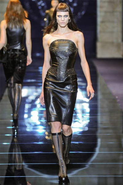 versace3 400x600 Versace Fall 2012 | Milan Fashion Week
