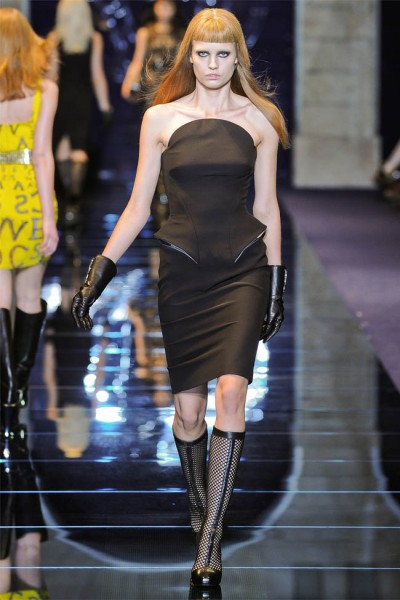 versace31 400x600 Versace Fall 2012 | Milan Fashion Week
