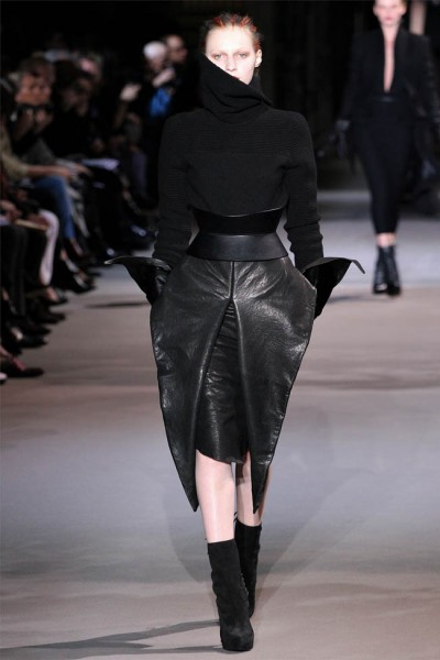 haider ackermann7 400x600 Haider Ackermann Fall 2012 | Paris Fashion Week