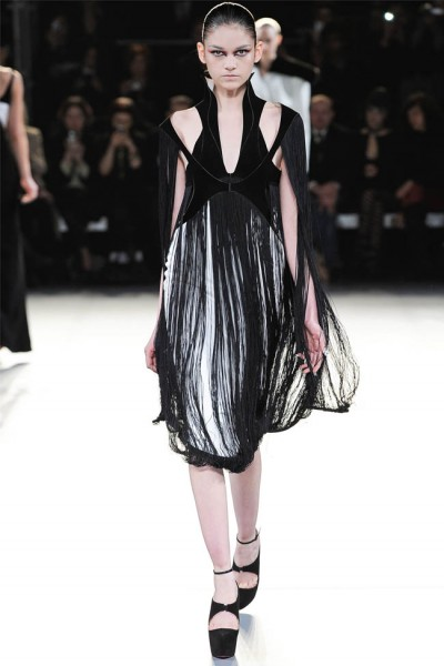 mugler16 400x600 Mugler Fall 2012 | Paris Fashion Week