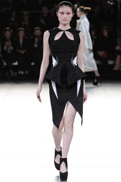 mugler21 400x600 Mugler Fall 2012 | Paris Fashion Week