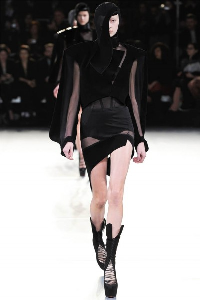 mugler29 400x600 Mugler Fall 2012 | Paris Fashion Week