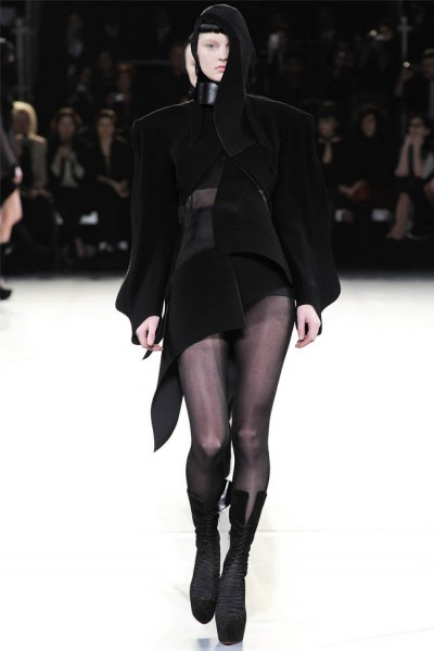 mugler32 400x600 Mugler Fall 2012 | Paris Fashion Week
