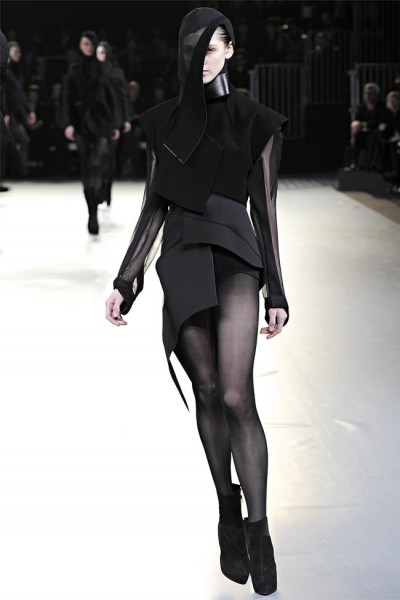 mugler36 400x600 Mugler Fall 2012 | Paris Fashion Week