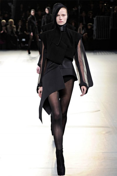 mugler37 400x600 Mugler Fall 2012 | Paris Fashion Week