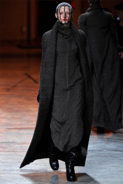 rick owens10 400x600 Rick Owens Fall 2012 | Paris Fashion Week