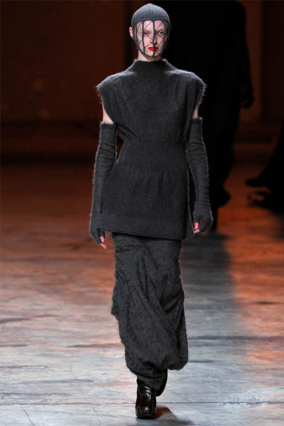 rick owens121 400x600 Rick Owens Fall 2012 | Paris Fashion Week