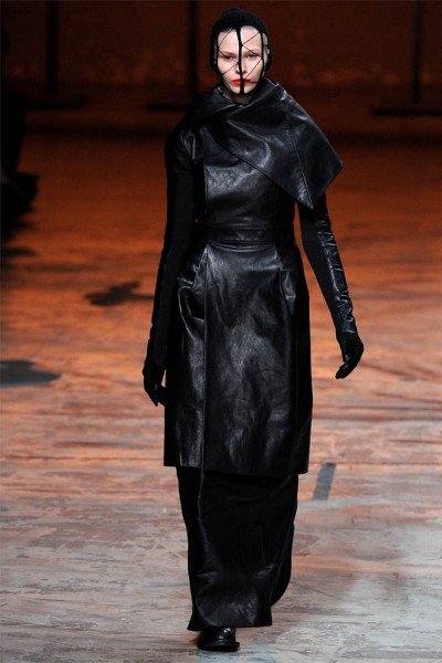 rick owens17 400x600 Rick Owens Fall 2012 | Paris Fashion Week