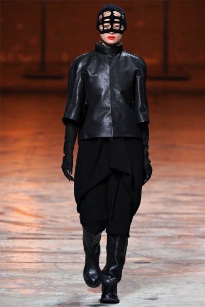 rick owens27 400x600 Rick Owens Fall 2012 | Paris Fashion Week