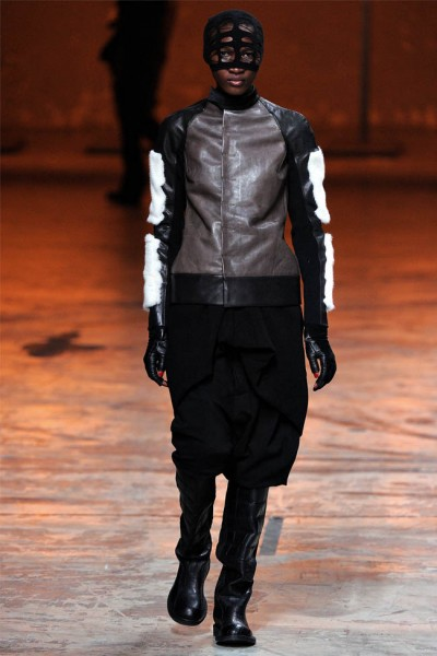rick owens29 400x600 Rick Owens Fall 2012 | Paris Fashion Week