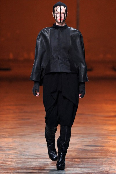 rick owens38 400x600 Rick Owens Fall 2012 | Paris Fashion Week