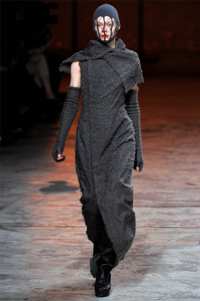 rick owens9 400x600 Rick Owens Fall 2012 | Paris Fashion Week