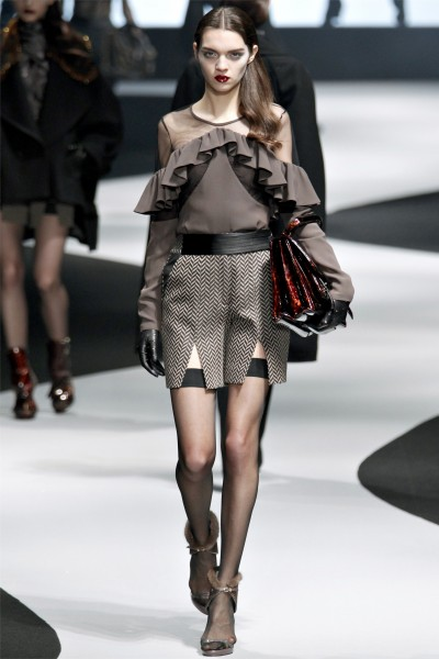 viktor rolf16 400x600 Viktor & Rolf Fall 2012 | Paris Fashion Week