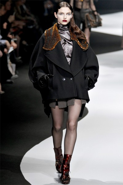 viktor rolf17 400x600 Viktor & Rolf Fall 2012 | Paris Fashion Week