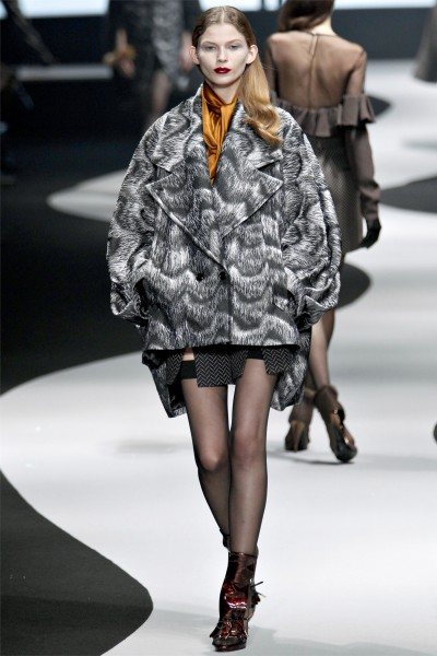 viktor rolf19 400x600 Viktor & Rolf Fall 2012 | Paris Fashion Week