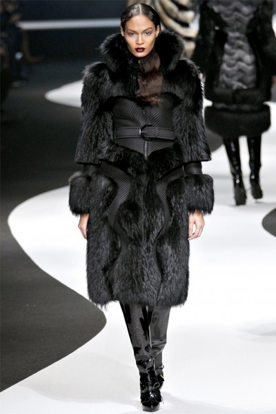 viktor rolf24 400x600 Viktor & Rolf Fall 2012 | Paris Fashion Week