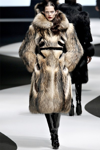viktor rolf26 400x600 Viktor & Rolf Fall 2012 | Paris Fashion Week