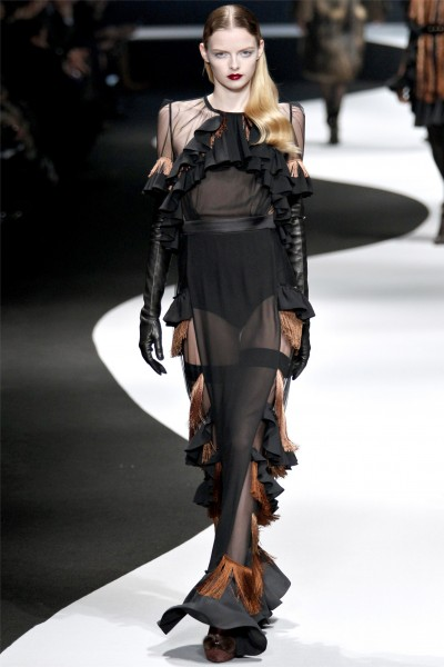 viktor rolf31 400x600 Viktor & Rolf Fall 2012 | Paris Fashion Week