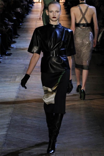 yves saint laurent10 400x600 Yves Saint Laurent Fall 2012 | Paris Fashion Week