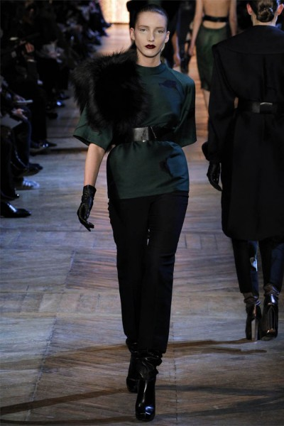 yves saint laurent13 400x600 Yves Saint Laurent Fall 2012 | Paris Fashion Week