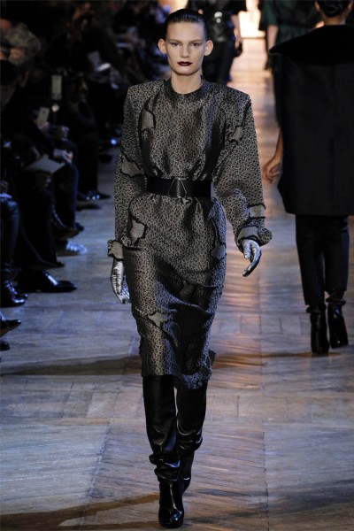yves saint laurent15 400x600 Yves Saint Laurent Fall 2012 | Paris Fashion Week