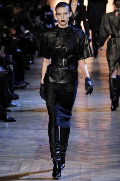 yves saint laurent16 400x600 Yves Saint Laurent Fall 2012 | Paris Fashion Week