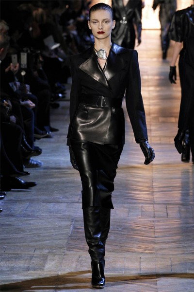 yves saint laurent18 400x600 Yves Saint Laurent Fall 2012 | Paris Fashion Week