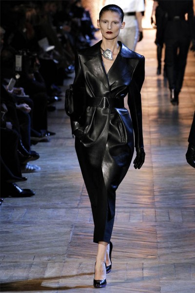yves saint laurent19 400x600 Yves Saint Laurent Fall 2012 | Paris Fashion Week