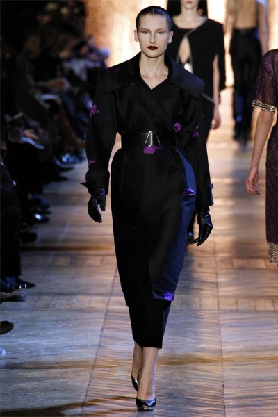 yves saint laurent27 400x600 Yves Saint Laurent Fall 2012 | Paris Fashion Week