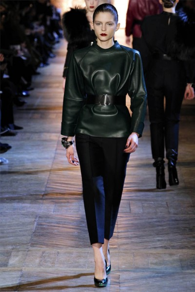 yves saint laurent7 400x600 Yves Saint Laurent Fall 2012 | Paris Fashion Week