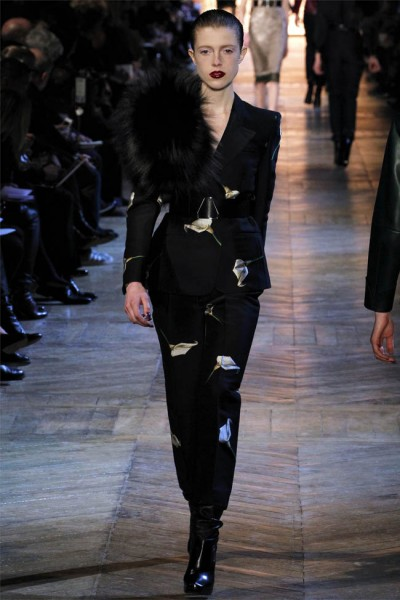 yves saint laurent8 400x600 Yves Saint Laurent Fall 2012 | Paris Fashion Week
