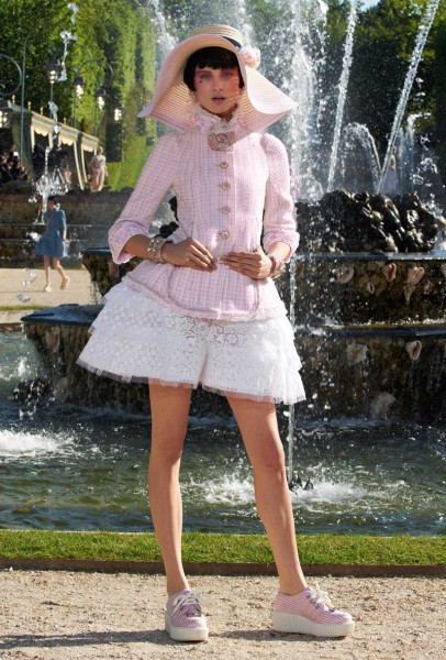 chanel resort15 406x600 Chanel Cruise 2013 Collection
