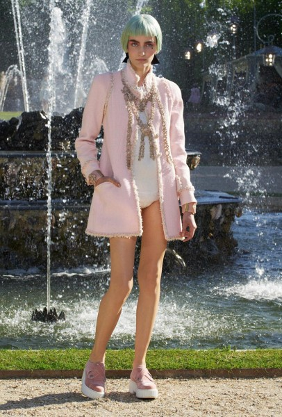chanel resort21 406x600 Chanel Cruise 2013 Collection