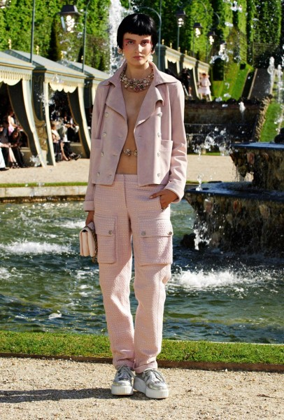 chanel resort22 406x600 Chanel Cruise 2013 Collection