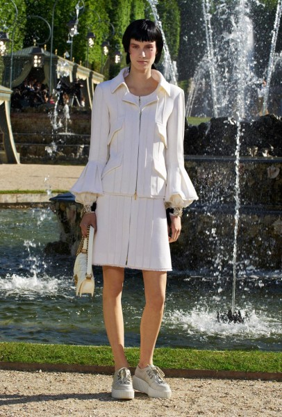 chanel resort34 406x600 Chanel Cruise 2013 Collection