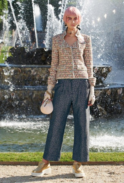 chanel resort39 406x600 Chanel Cruise 2013 Collection