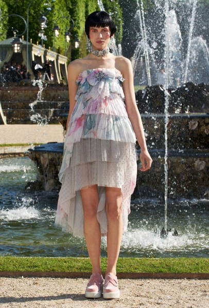 chanel resort41 406x600 Chanel Cruise 2013 Collection