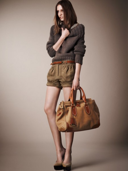 burberry resort10 450x600 Burberrys Resort 2013 Collection is Tailored for Ease