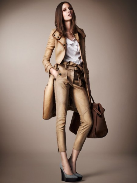 burberry resort13 450x600 Burberrys Resort 2013 Collection is Tailored for Ease