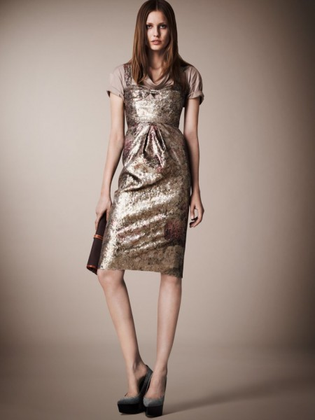burberry resort21 450x600 Burberrys Resort 2013 Collection is Tailored for Ease