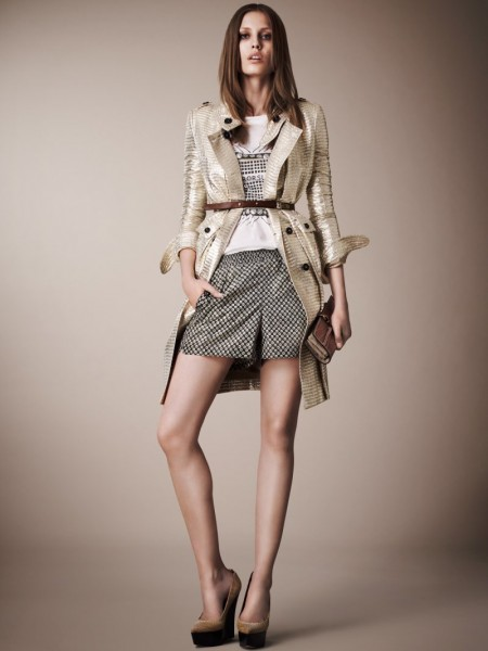burberry resort23 450x600 Burberrys Resort 2013 Collection is Tailored for Ease